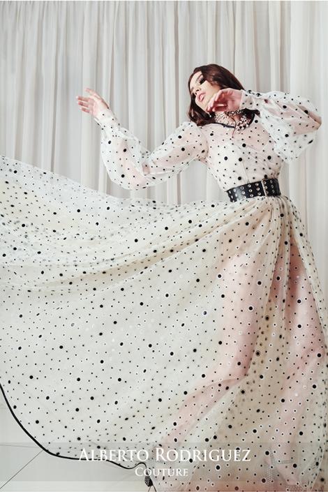 vestido linea A con bordado de lunares